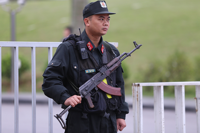 A mobile police officers stand guard in front of the JW Marriot hotel where the U.S. delegation is expected to stay during the upcoming summit. Photo by VnExpress/Pham Du