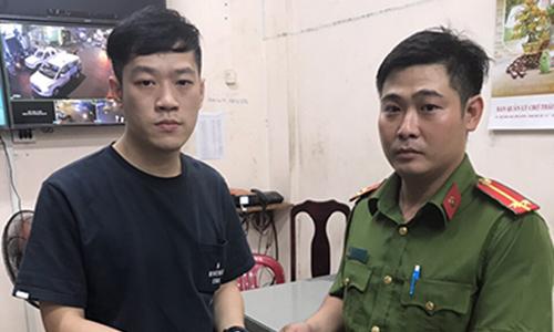 Saigon crossdresser grabs crotch, steals phone from Chinese tourist