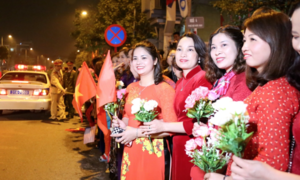 Hanoians welcome President Trump with flags, flowers and art