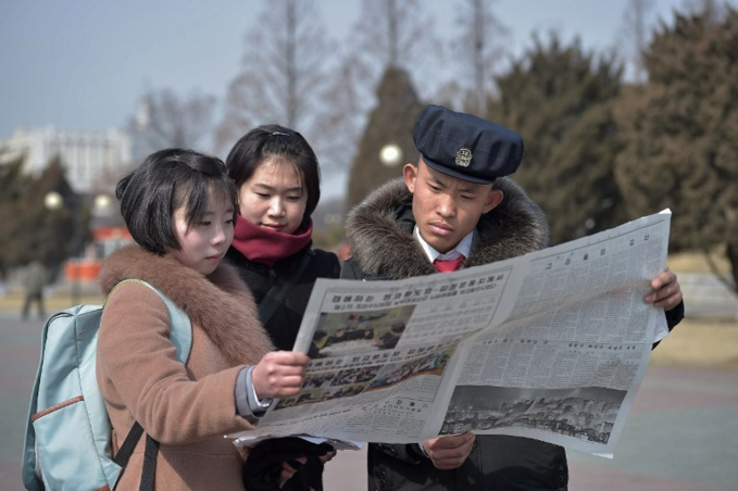 North Koreans read newspaper to catch up Kims arrival in Hanoi - 3