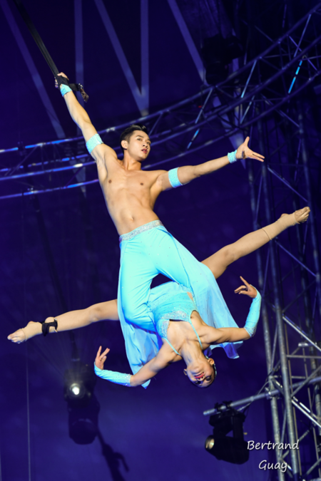 Vietnamese duo performs the 8th Festival del Circ, Spain. Photo courtesy of Festival del Circ.