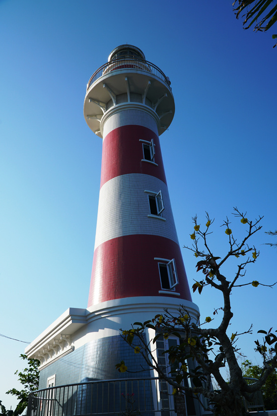Lighthouse with a unique name on the coast of Quang Ngai - 2