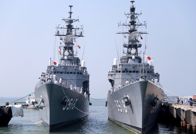 Japanese naval training vessels dock in central Vietnam
