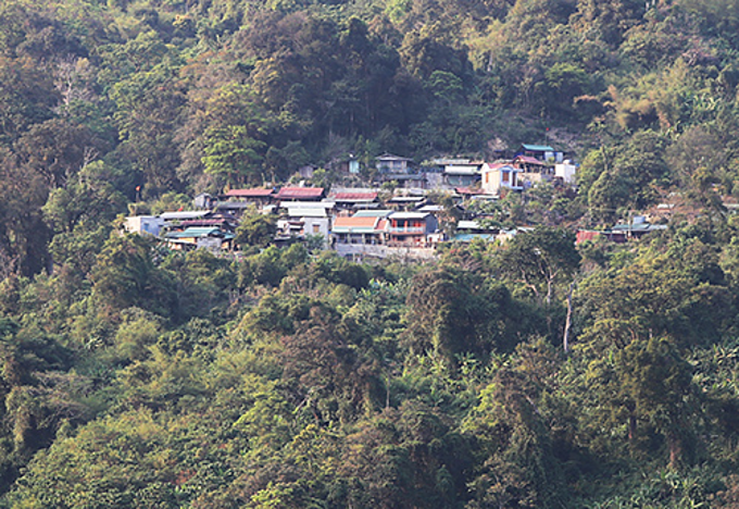 Tak Lang billionaire village is located in the middle of the forest. Photo by Dac Thanh.