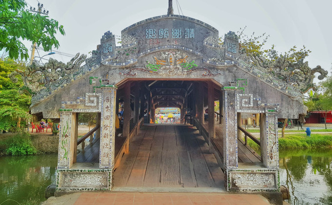 240-year-old bridge near Hue continues to enchant - 1