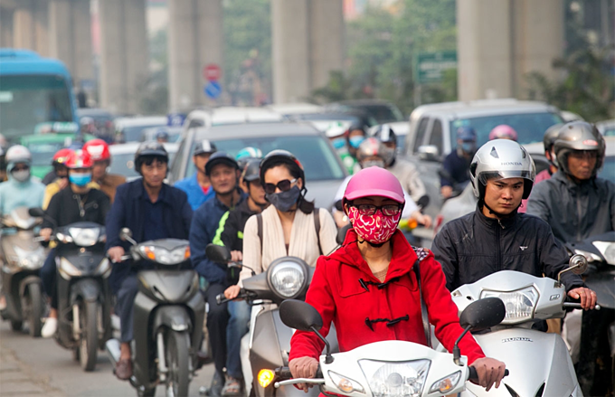 Traffic jams a daily nightmare on two roads slated for Hanoi motorbike ban - 3