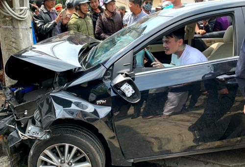 Da Lat accident injures five, driver reckoned high on meth