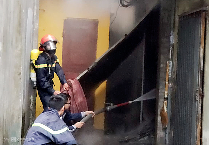 The fire was put out around 1 p.m. Photo by VnExpress/Giang Chinh
