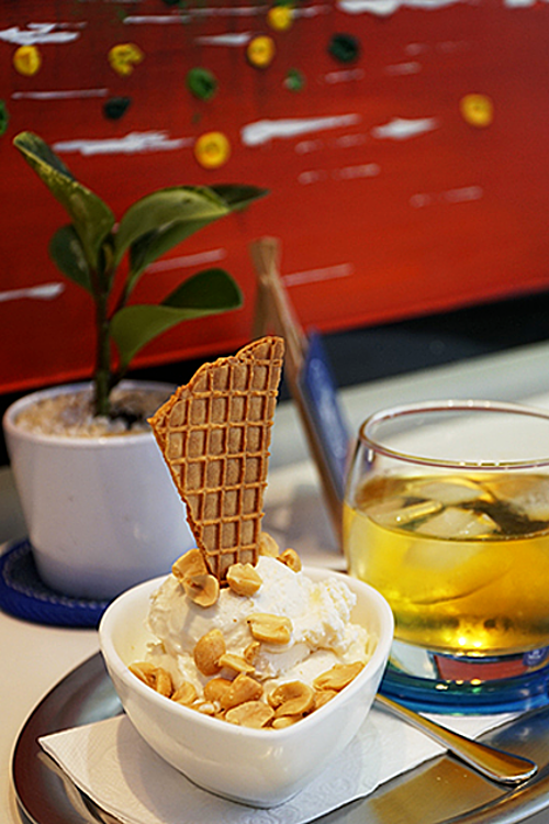 A fish sauce ice cream costs VND 60,000 ($2.6). Photo by Di Vy.