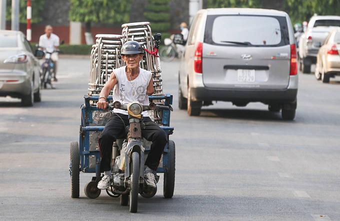 Vietnamese man single-handedly fights drug habit, wins - 6