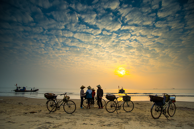 A small fish market on beach in Thanh Hoa in sunrise. Photo by Shutterstock/Jimmy Tran