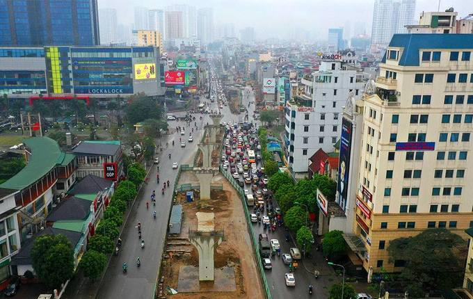 Hanoi road widening suffers five-year delay, traffic choked - 2