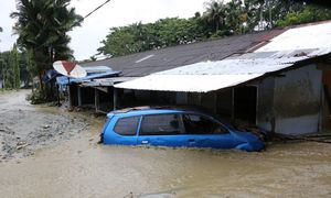 Indonesia flood death toll tops 100, dozens still missing