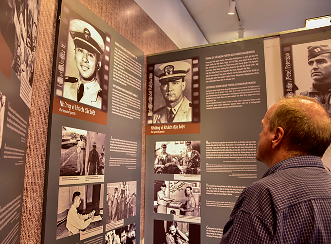 The images also reflect the life of American pilots who were imprisoned at the Hoa Lo Prison in Hanoi. Photo by VnExpress/Dang Le