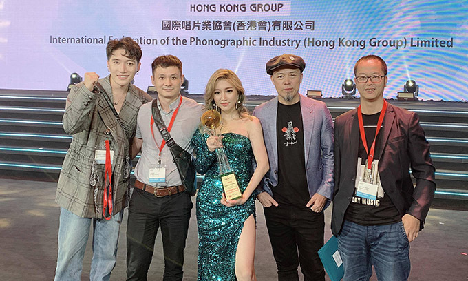 Vietnamese singer wins rookie award at Hong Kong music fest