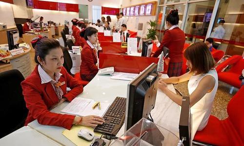 Vietnam banks go on enormous hiring drive