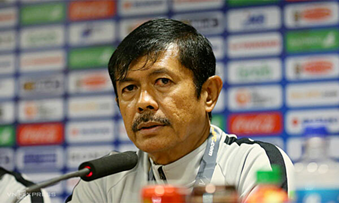 Indonesia head coach Indra Sjafri in the post-match press conference. Photo by VnExpress/Xuan Binh.