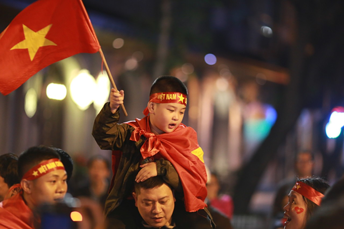 Vietnam qualify for AFC U23 Championship, joyful fans hit the streets - 9