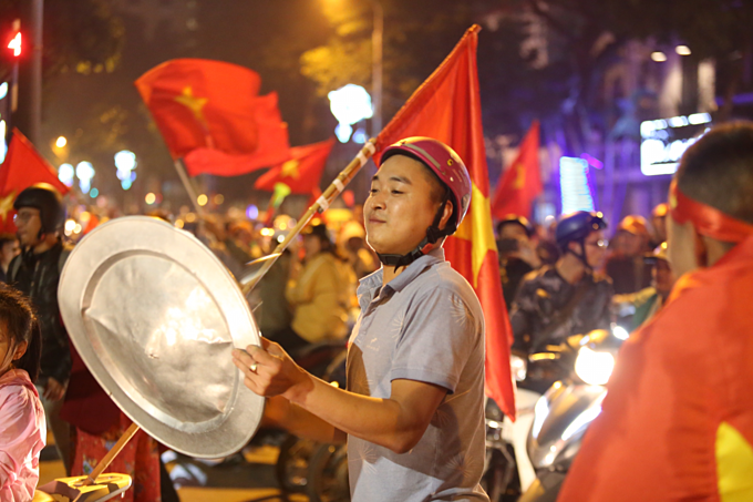 Vietnam qualify for AFC U23 Championship, joyful fans hit the streets - 6