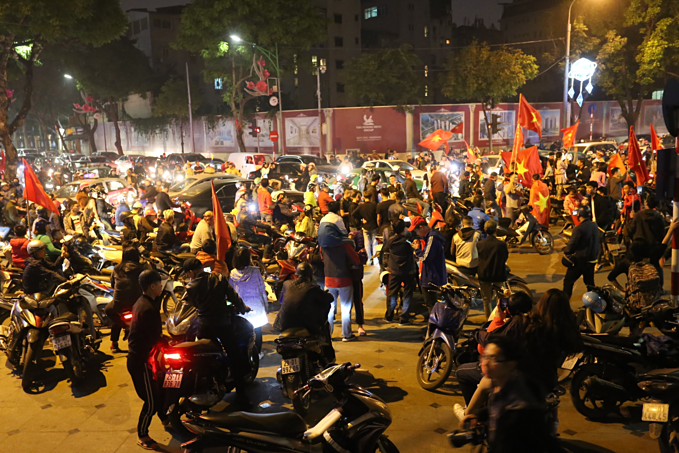Vietnam qualify for AFC U23 Championship, joyful fans hit the streets - 7