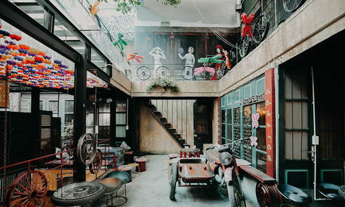 Discarded stuff returns to life in Hanoi coffee shop