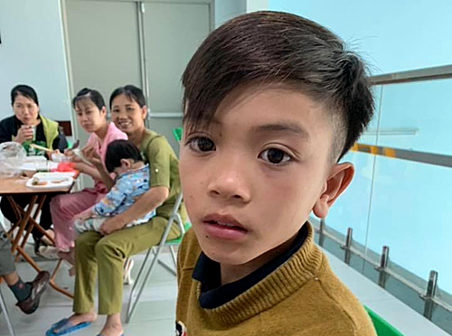 13-year-old Vi Quyet Chien at at Vietnam National Childrens Hospital in Hanoi. Photos from Facebooks page of the doctor treating the baby.