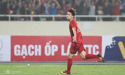 Vietnam football star rocks after a rocky journey