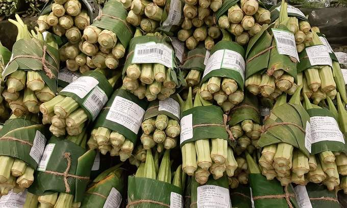 Vietnamese supermarkets go back to leaves, leaving plastic bags