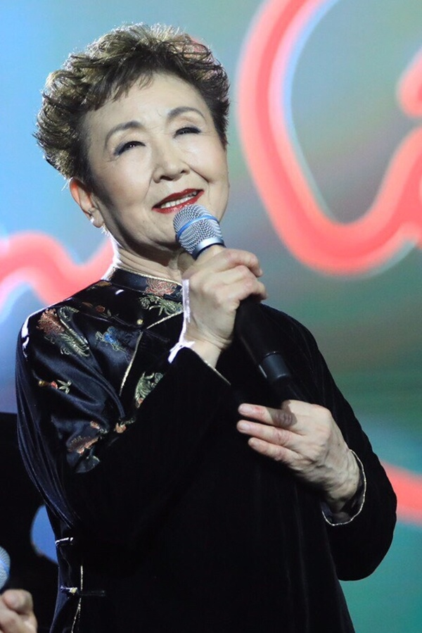 Japanese singer pays tribute to Trinh Cong Son - VnExpress