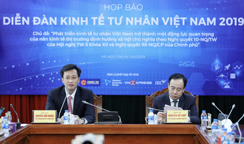 Mr. Nguyen Huu Nghia and Vice Director of Governments Office, Nguyen Sy Hiep