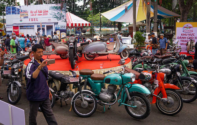 Blast from the past: Vintage cars make Saigonese nostalgic