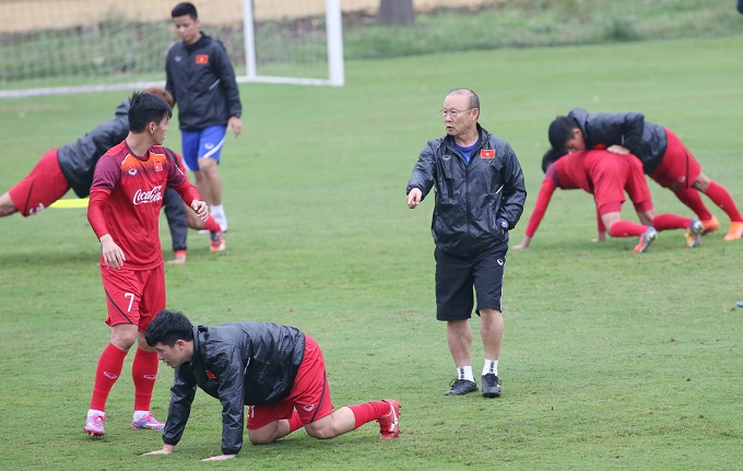 Park Hang-seo instructs a training session with Vietnams U23 squad in Hanoi on March 8, 2019. Photo by VnExpress/Lam Thoa