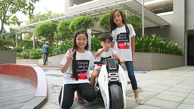 Saigon apartment residents wear T-shirts condemning child molestation