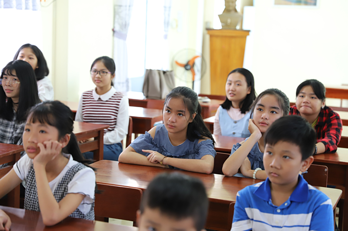 Students attend a Sunday class on soft and life skills of Nguyen Thi Thuy Loan.