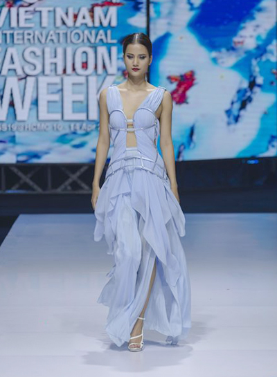 South Korean designer charms Vietnam with colors, waves and swirls - 8