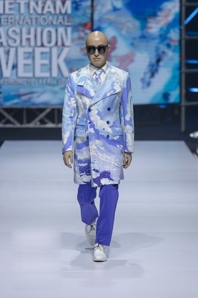 South Korean designer charms Vietnam with colors, waves and swirls - 1