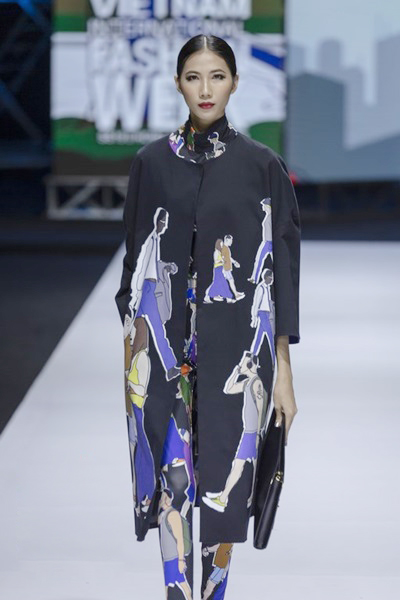 South Korean designer charms Vietnam with colors, waves and swirls - 3