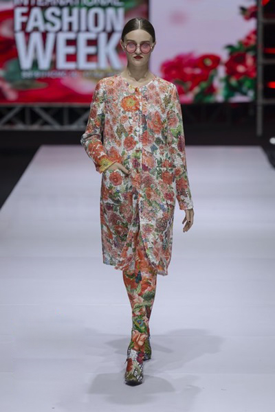 South Korean designer charms Vietnam with colors, waves and swirls - 4