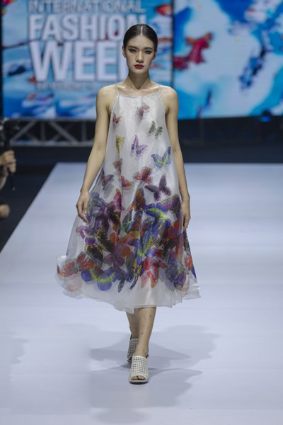 South Korean designer charms Vietnam with colors, waves and swirls - 6