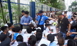 Vietnamese jostle to get token numbers for South Korean visa