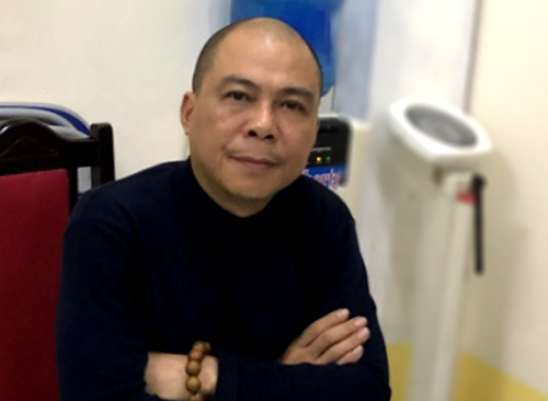 Pham Nhat Vu, chairman of private pay TV firm Audio Visual Global JSC (AVG), at a police station. Photo courtesy of the Ministry of Public Security