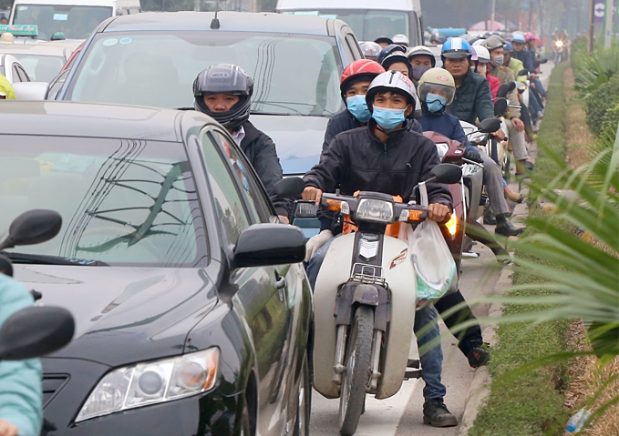 Two-wheelers are apparently squeezed on Hanois Le Van Luong Street, where the city has considered trialing a motorbike ban to reduce traffic congestion. Photo by VnExpress/Phuong Son