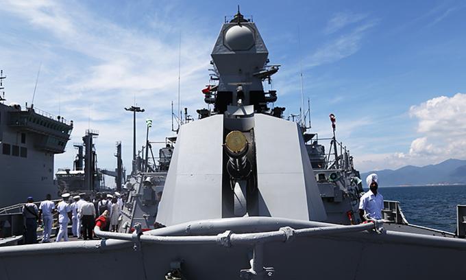 Indian warships dock in central Vietnam