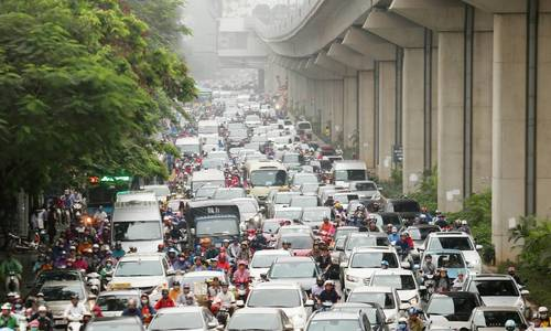 Hanoi streets jam-packed as people return after holidays