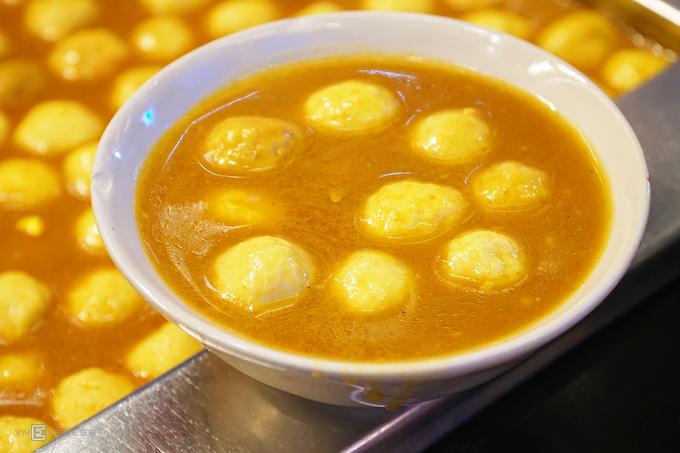 Saigon sidewalk eatery's popular stinky tofu - 4