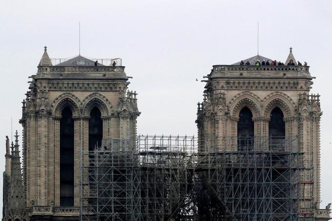 Notre-Dame smolders as investigation begins