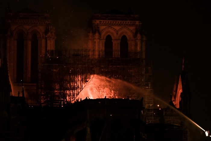 Notre Dame Cathedral on fire: pictures - 1