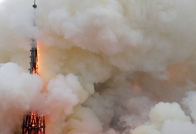 Notre Dame Cathedral on fire: pictures - 4