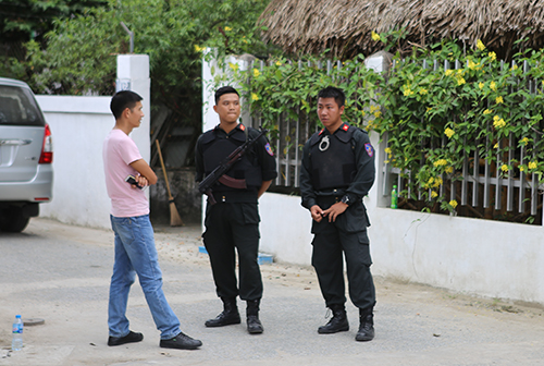 Police guard outside a house in Nghe An Province during a drug bust on April 15, 2019. Photo by VnExpress/Nguyen Hai