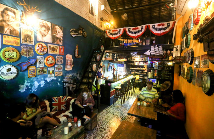 120-year-old Saigon building hosts a Yankee theme - 1